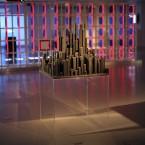 Cité, 2008-10, sculpture en bois brulé, socle plexiglass, 79 x 79 x 158 cm.